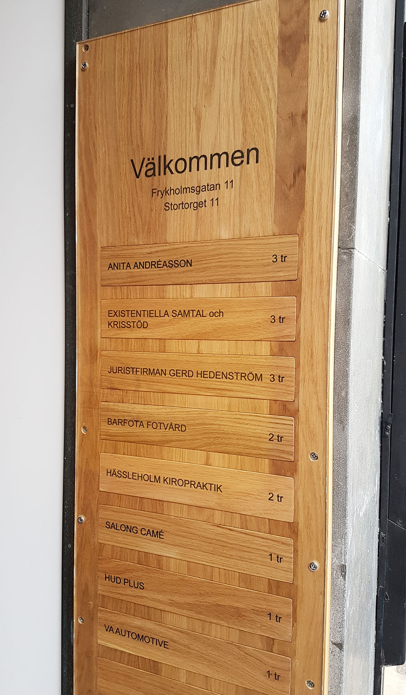 MAGNA FASTIGHETER entréskylt | Graphoteket Hässleholm : akrylskiva : Inredning